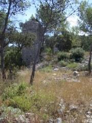 Frankreich, steinige Landschaft mit Turm